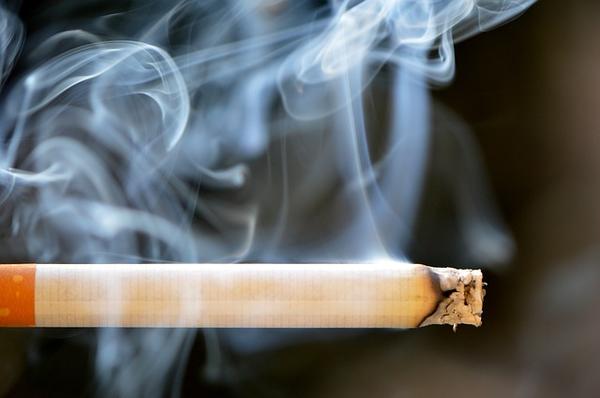 【小規模飲食店でもダメだ!】がん患者と医師団体「屋内は一切例外なく全面禁煙にせよ」要望書提出へのサムネイル画像