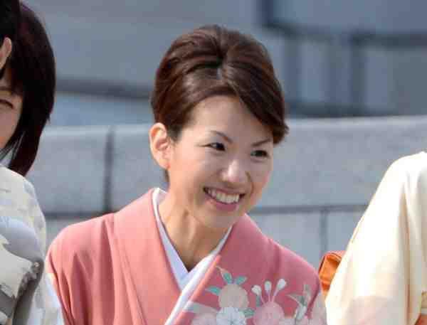 【衆院選】子供や学生らに大人気。豊田真由子氏、次の選挙は無所属でも当選確実かwwwwwwwwwのサムネイル画像