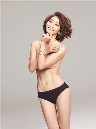 眞鍋かをり(34歳)が腹筋美を披露「女性らしい筋肉」をテーマに筋トレ眞鍋かをり(34歳)のサムネイル画像