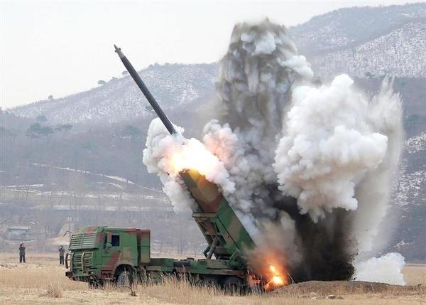 【明日の早朝Jアラートに注意】北朝鮮、移動式発射台が格納庫から移動wwwwwwwwwwwwのサムネイル画像