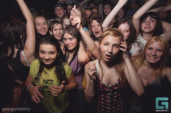 【画像あり】女子小中学生と乱交パーティー 繰り返す 女子小中学生と乱交パーティー 参加費は800円 これは訓練ではないのサムネイル画像