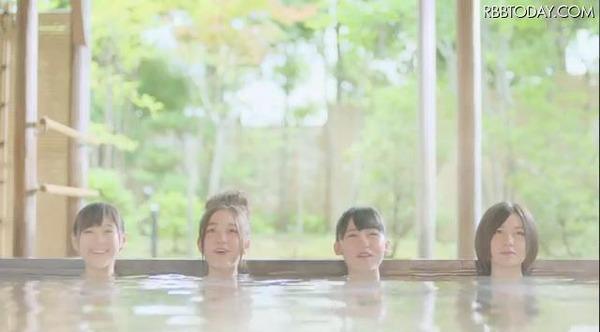 【悲報】高橋みなみ 温泉CMに出る → 肌露出がNG (入れ墨) → 代わりに14歳の後輩を入浴させるのサムネイル画像