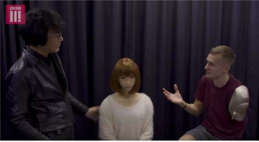 【衝撃】イギリスのBBC司会者、日本の幼すぎる「リアルドール」を見た結果wwwwwwwwwwwwのサムネイル画像