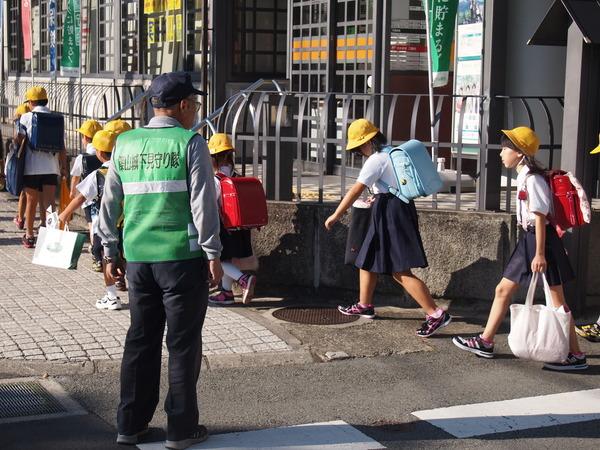 【大阪】警察署協議会会長「どれだけ胸大きくなったかな」小学生の胸触って逮捕のサムネイル画像