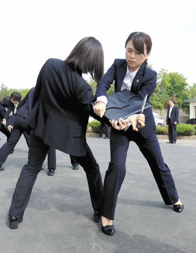 女性警官だけの特別機動隊「おしどり隊」結成 女性要人の警護などが行いやすいなどの利点のサムネイル画像
