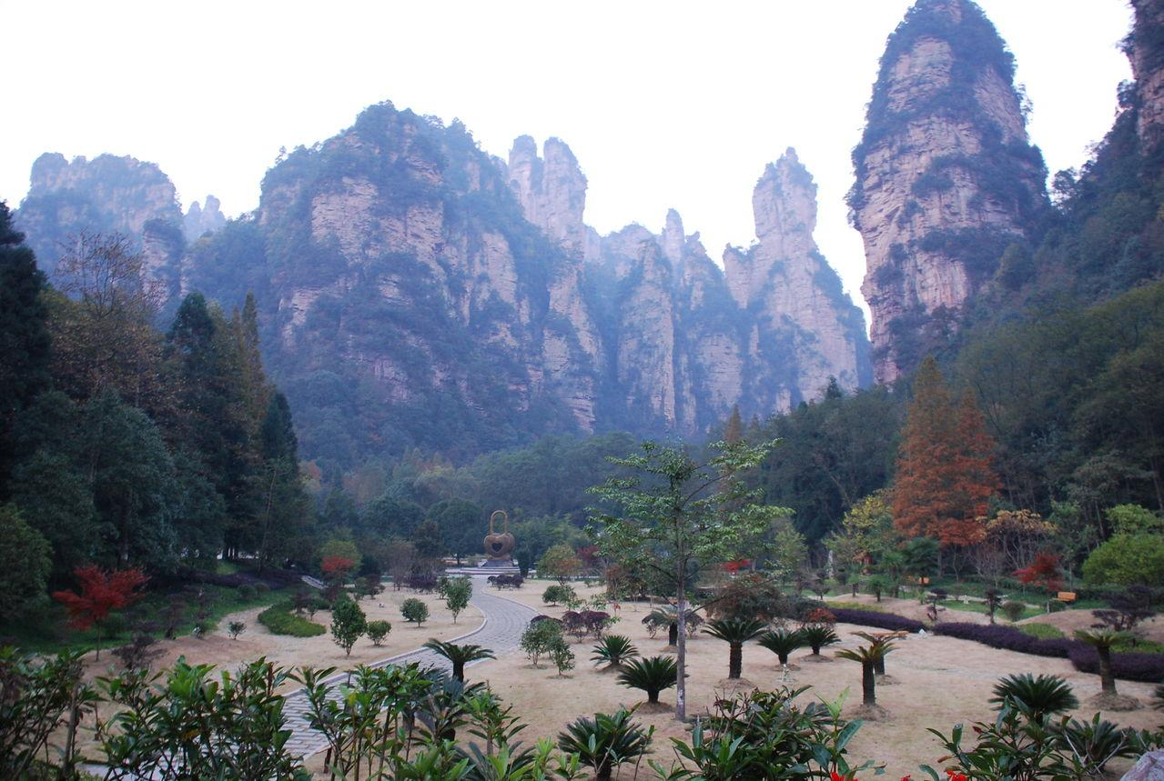896b5806 中国の1430mの崖に存在するガラスの道!