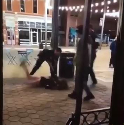 【動画】警察が女子大生を地面に勢い良く叩きつける映像が話題に・・・のサムネイル画像