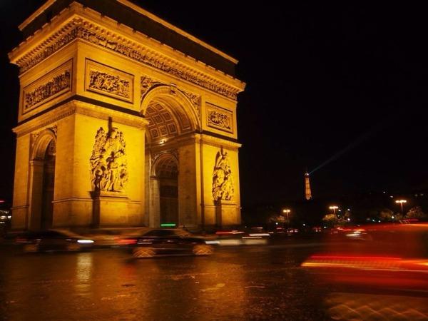 【驚愕】パリで発生した中国人男性射殺事件、在仏中国人ら6000人がいまだ抗議デモを行っている模様・・・のサムネイル画像