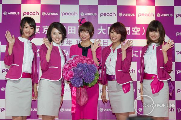 【AKB48】元AKB 篠田麻里子(27) キュートなCA制服姿 格安航空会社の客室乗務員に変身! のサムネイル画像