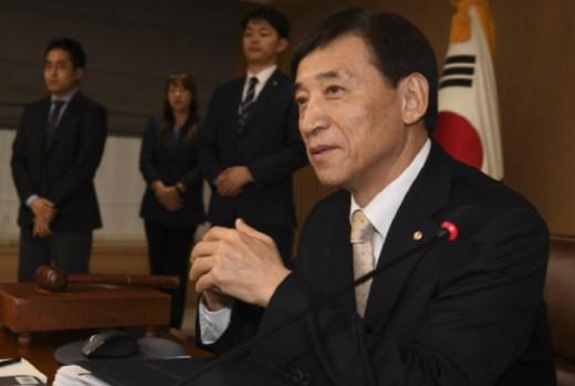 【愕然】韓国銀行総裁「韓日通貨スワップの準備をしよう」のサムネイル画像