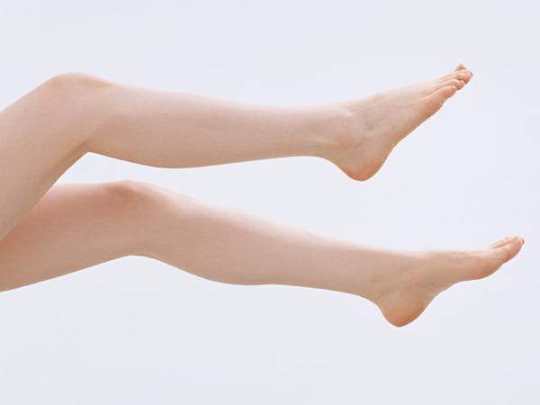女性の足をなめた被告「変な目覚めた感覚、ドキドキした」 裁判官「よく話してくれましたね(^^)」のサムネイル画像