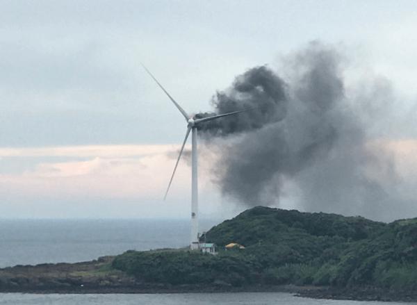 唐津に来ているスペイン製風車が炎上。ツイッターで画像が拡散wwwwwwwwwwwのサムネイル画像