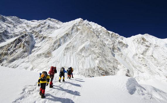 【衝撃】ネパール当局「エベレストの単独登山を禁止する!」のサムネイル画像