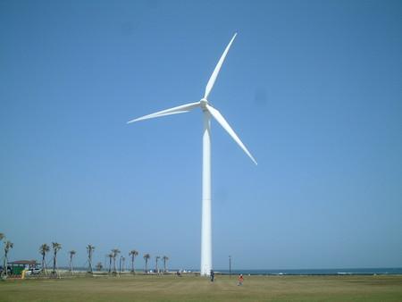 【驚愕】羽根の長さ200m、支柱の高さ300m、全高500mの風力発電機をアメリカが本気で作ろうとしてる件wwwwwwwのサムネイル画像