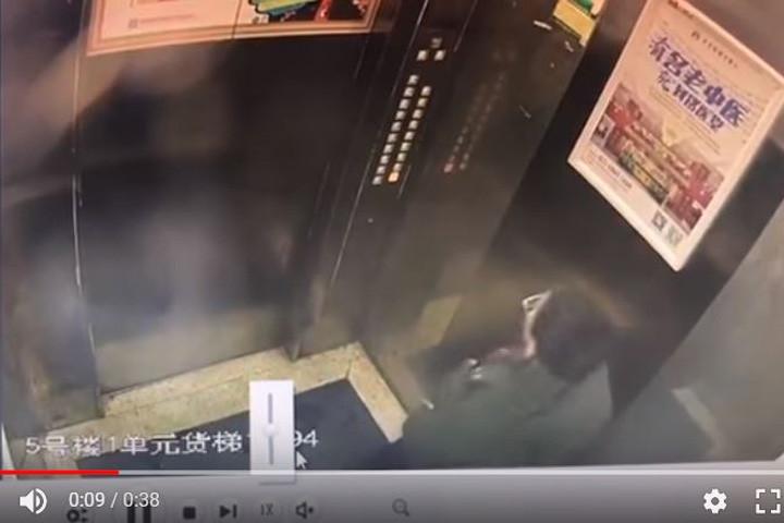 【中国】少年がエレベーターのコントロールパネルにおしっこをかけた結果wwwwwwwwのサムネイル画像