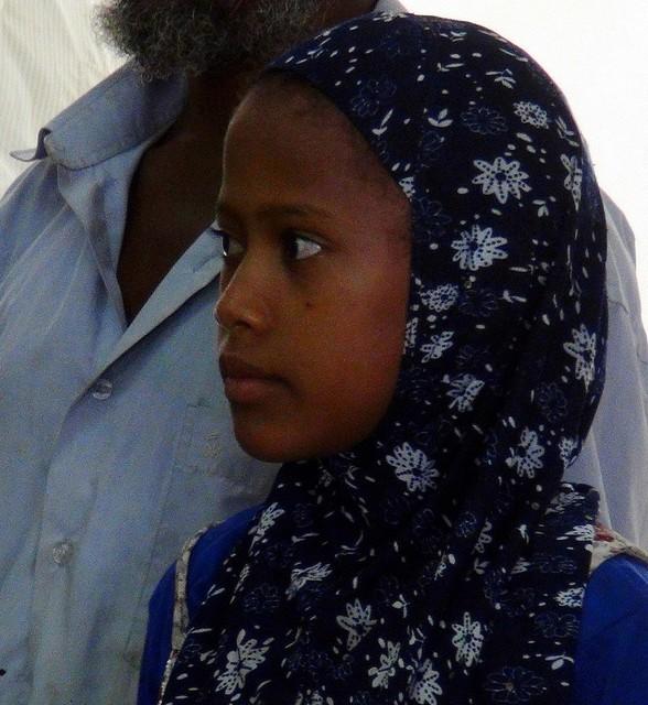 イエメン当局、8歳の花嫁が新婚初夜に死亡したとの報道を否定 少女の画像を公開のサムネイル画像