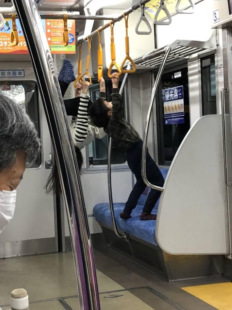 【悲報】正義感に溢れたまんさん、電車で親子に注意するも論破されてしまうのサムネイル画像
