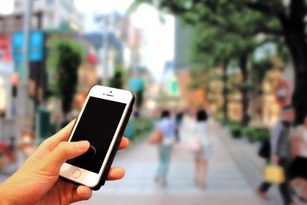 【社会】歩きスマホの人を狙う「当たり屋」 都市部でトラブル続出のサムネイル画像