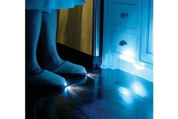 なぜ今までなかったのか、LEDスリッパのサムネイル画像