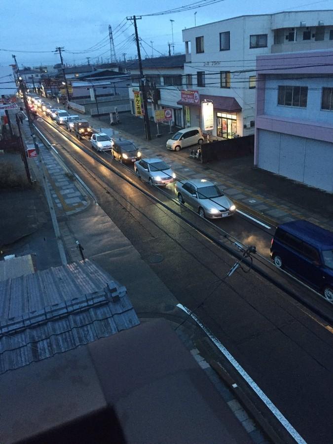 【津波】命の危機が迫ってても道交法をきちんと守って渋滞に並ぶ日本人wwwwwwwwwwwのサムネイル画像