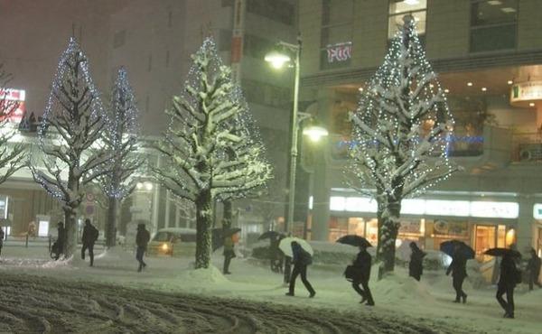 【大雪】首都圏の大混乱、「日本人の悪しき習慣」のせいだった模様wwwwwwwwwwwwのサムネイル画像