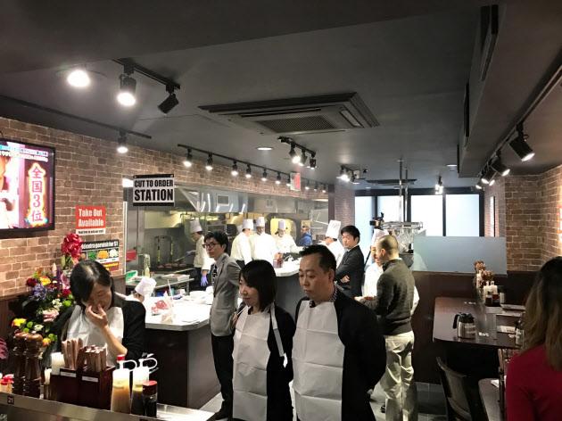 「いきなり!ステーキ」、本場NYに海外1号店 立食で挑戦のサムネイル画像