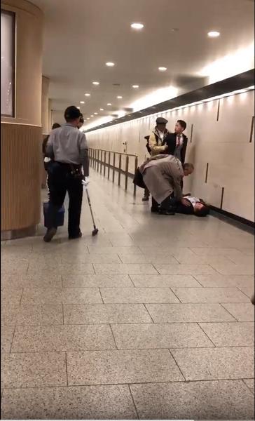 【動画】大阪でサラリーマンが喧嘩相手をワンパンKO→おっさんが現行犯逮捕のサムネイル画像