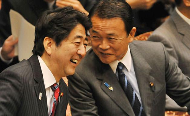 【悲報】安倍首相と麻生財務相がケンカか 「お前やめろ」「お前こそやめろ」 のサムネイル画像