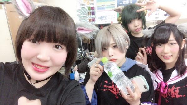 【悲報】ライブでカブトムシを食べたアイドルの末路wwwwwwwwwwwwwwwwのサムネイル画像