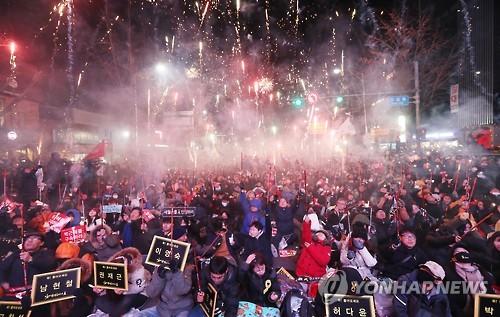 【ヒャッハー!】韓国、弾劾反対集会で参加者二人死亡のサムネイル画像