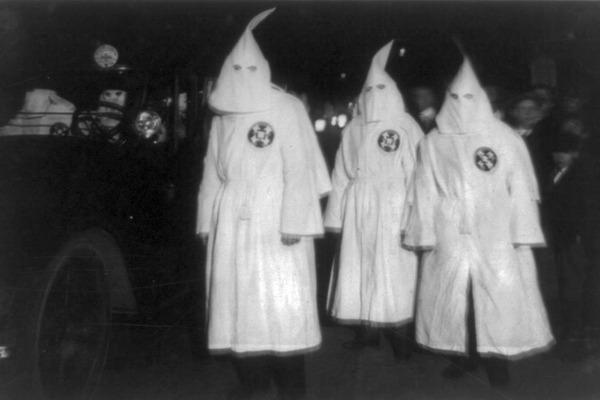 Ku_Klux_Klan_Virgina_1922_Parade_1050x700