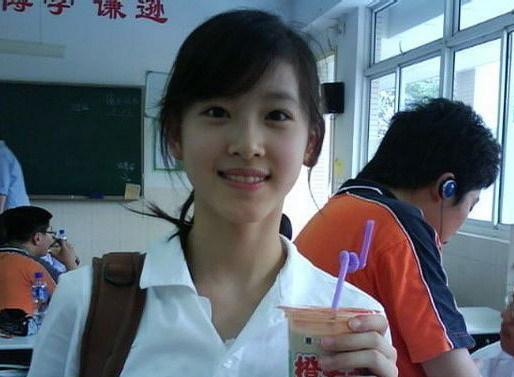 2009年にネットで人気だった「ミルクティー美女」が清華大学に推薦入学のサムネイル画像