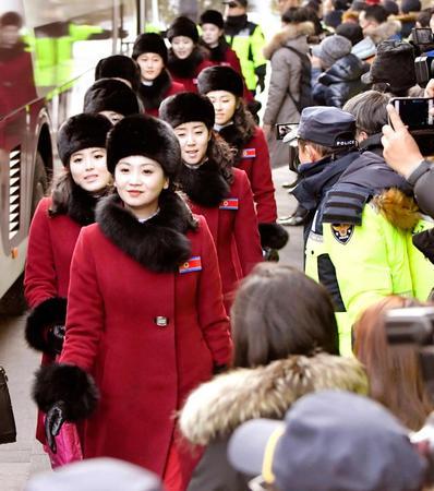 【平昌五輪】北朝鮮「美女応援団」のトイレにまでついて行く韓国メディアwwwwwwwwwwwwwwのサムネイル画像