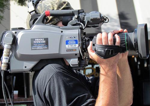 テレビ局のスタッフ「偏向報道の自覚あるんですけど数字取れるんで」のサムネイル画像
