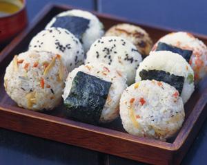 中国人「日本人が米を炊き、塊にするとおにぎりというおいしい食べ物に生まれ変わる!」のサムネイル画像
