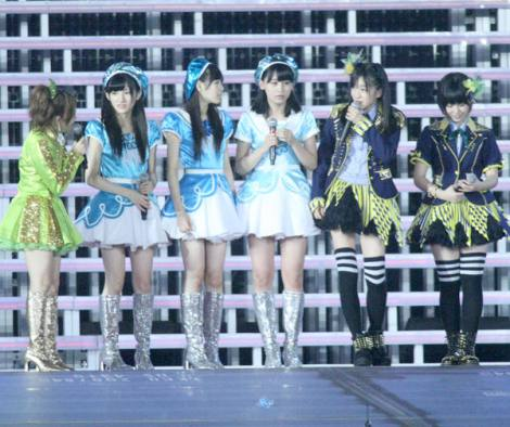 【田島芽瑠(13) 朝長美桜(15) 小嶋真子(16) 岡田奈々(15)】AKB48研究生7人による新ユニット発表らが参加のサムネイル画像