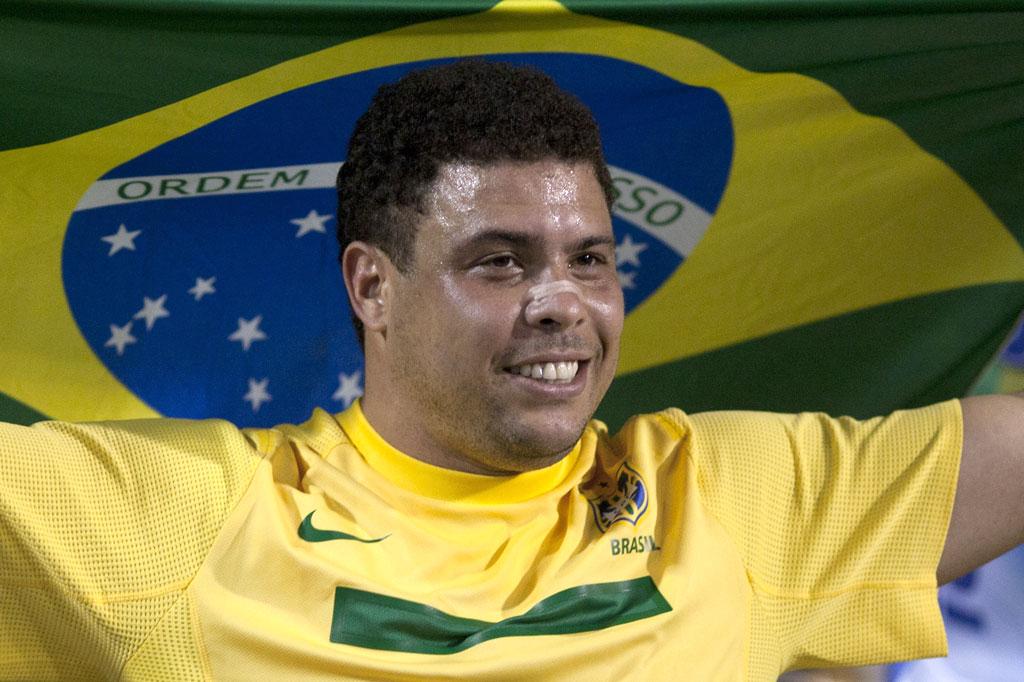 元ブラジル代表、怪物・ロナウドが引退のサムネイル画像
