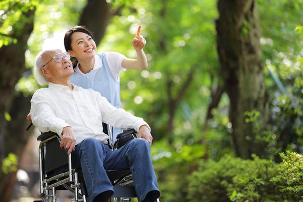 【衝撃】イギリス「2020年までに日本の高齢者の80%がロボットの看護や介護を受ける!」のサムネイル画像