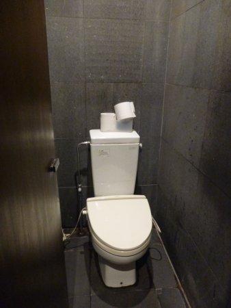 【閲覧注意】無職(31)、トイレの個室に3歳男児を連れ込み・・・のサムネイル画像