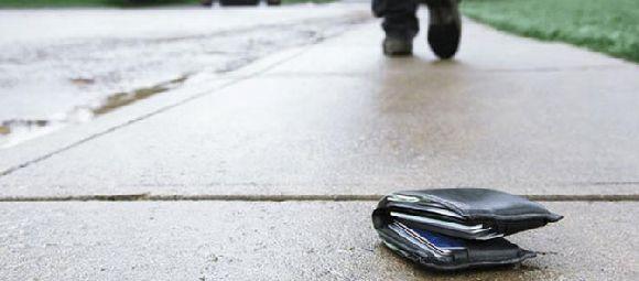 【衝撃】落とし物の財布を横領した警察官を逮捕へ・・・のサムネイル画像
