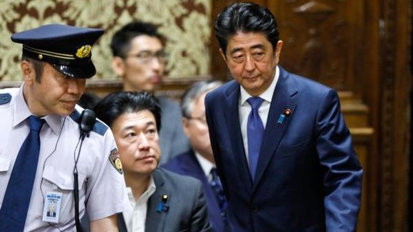 面接官「あなたが安倍首相だとして、ここから支持率を巻き返す方法を考えなさい」のサムネイル画像