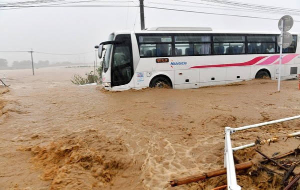 【動画】豪雨で車内が浸水し、乗客が悲鳴を上げても西鉄バスは走り続けるwwwwwwwwwwwwwwwwwwwwwwのサムネイル画像