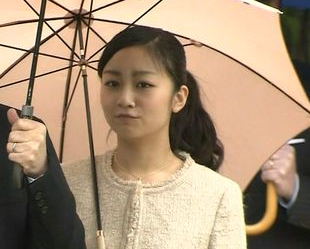 「佳子が税金で100万円のシャネルスーツ!けしからん!」→予算的に不可能と判明のサムネイル画像