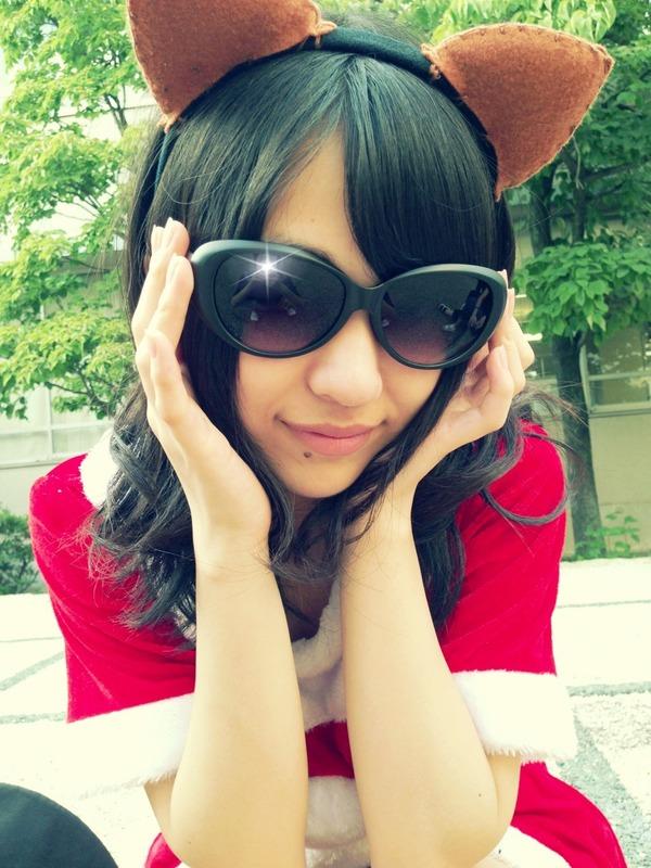 【AKB48】篠崎彩奈ことあやなんのグラサンに男が映り込み!!!のサムネイル画像