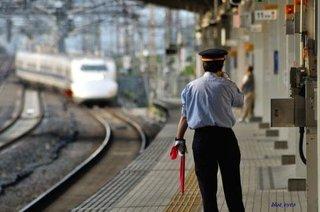 「名前なんというんや」説明に納得せず駅員に暴行容疑で大阪府警警部補を現行犯逮捕のサムネイル画像