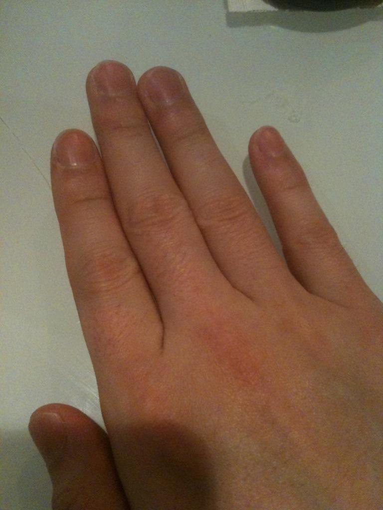 人指し指よりも薬指の方が長い男性はイケメン率高しですぞ!のサムネイル画像