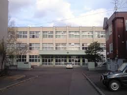 【悲報】校舎の3階からボールを落として教師に叱られる → その後自殺へ・・・のサムネイル画像