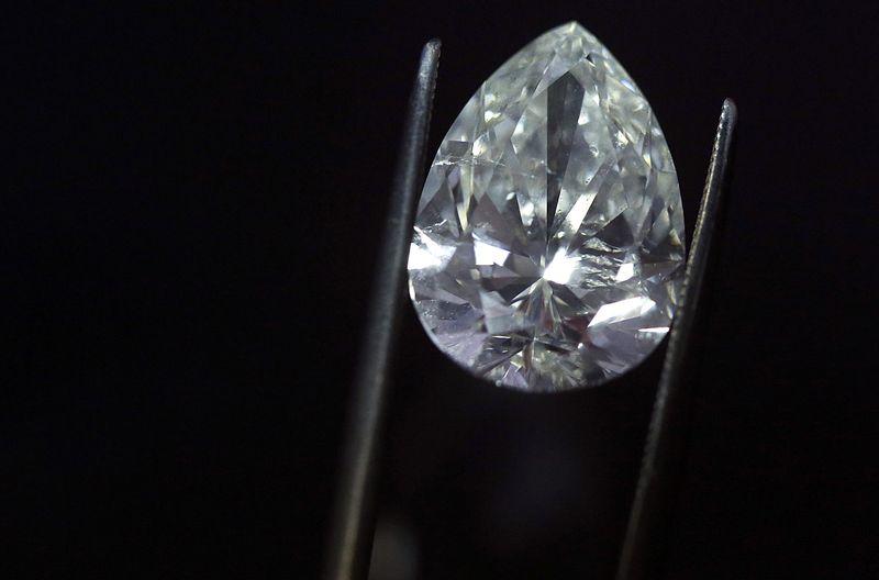 【驚愕】ダイヤモンドの値段、さらに下落する見通しへwwwwwwwwwwwwwwのサムネイル画像