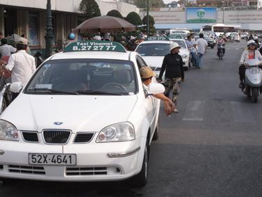 中国人の「白タク」が急増!支払いはネット上で行われ、取り締まりも困難へ・・・のサムネイル画像