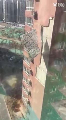 【悲報】これは酷い!中国のマンションが劣化で段ボールの様に剥がれ落ちるのサムネイル画像